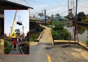 Wrong way Car stuck after driver follows GPS down Nonthaburi footbridge2